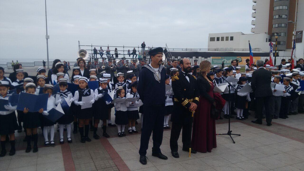 Photo of Escolares rinden homenaje a las Glorias Navales
