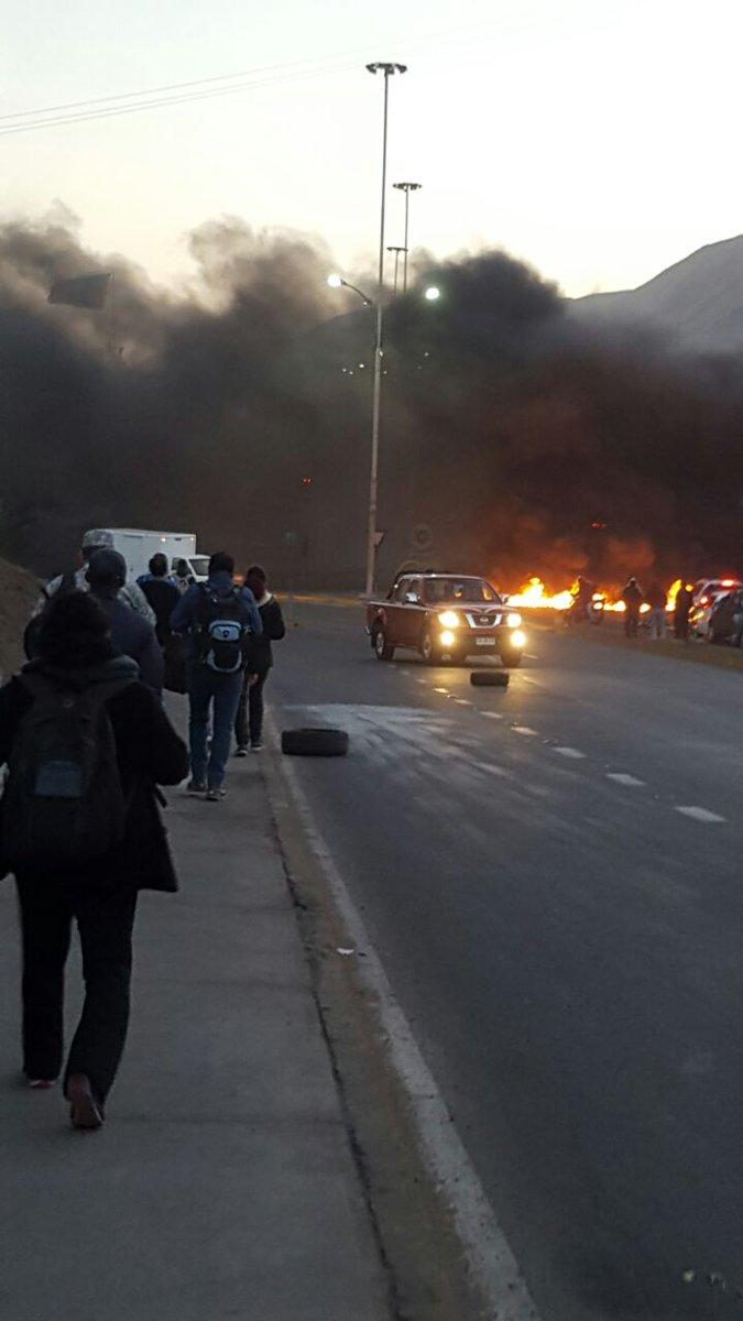 Photo of Protestas de ambulantes provocaron gigantesco taco en la ruta Iquique Alto Hospicio