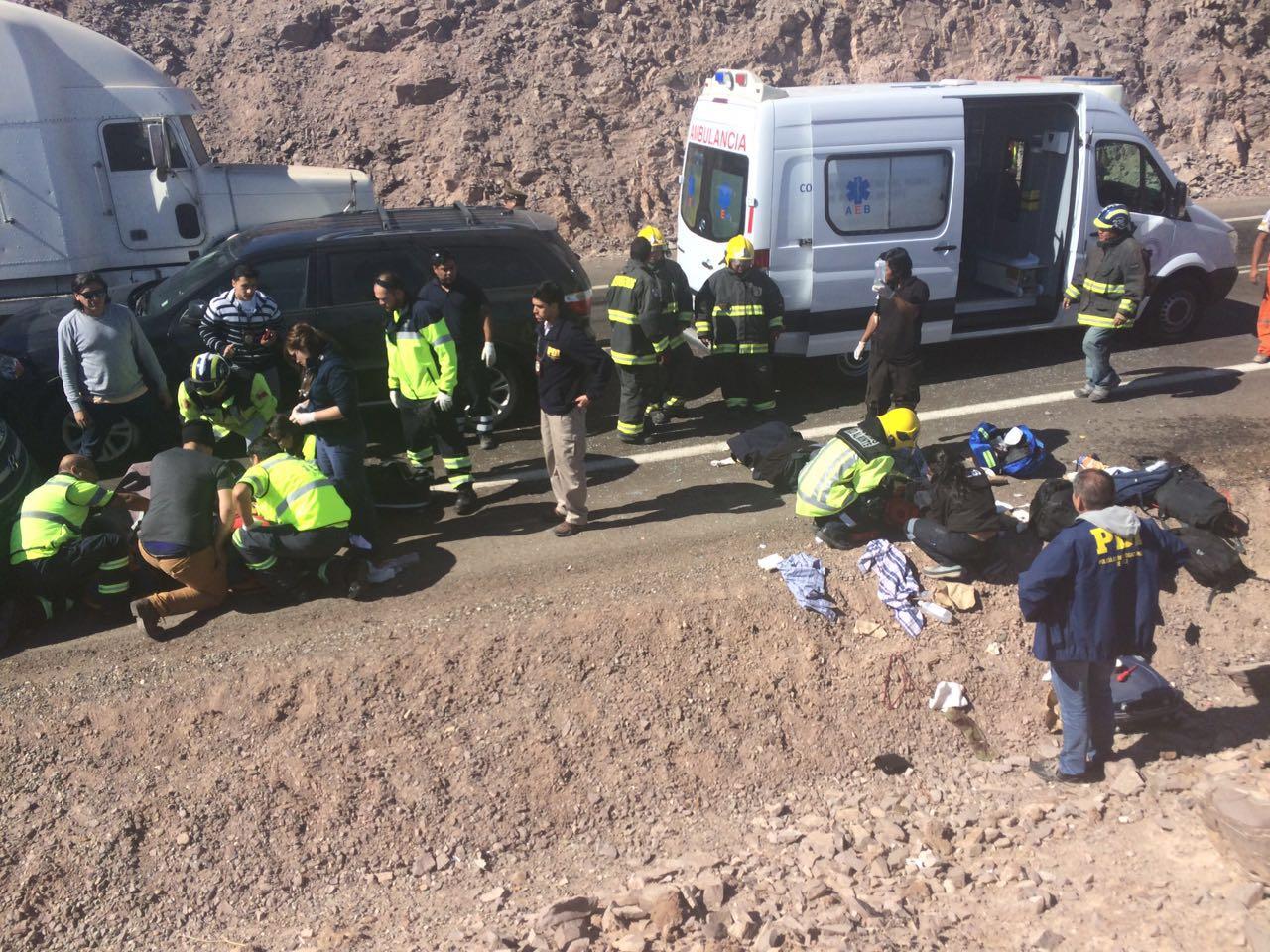 Photo of Teniente de la Policía peruana y PDI con riesgo vital tras volcamiento en Pintados