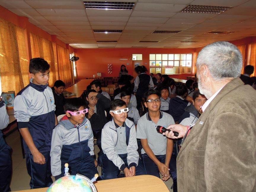 """Photo of Invitan a docentes para inscribirse en las charlas """"1000 Científicos Mil Aulas"""" de la Iniciativa Explora de CONICYT"""