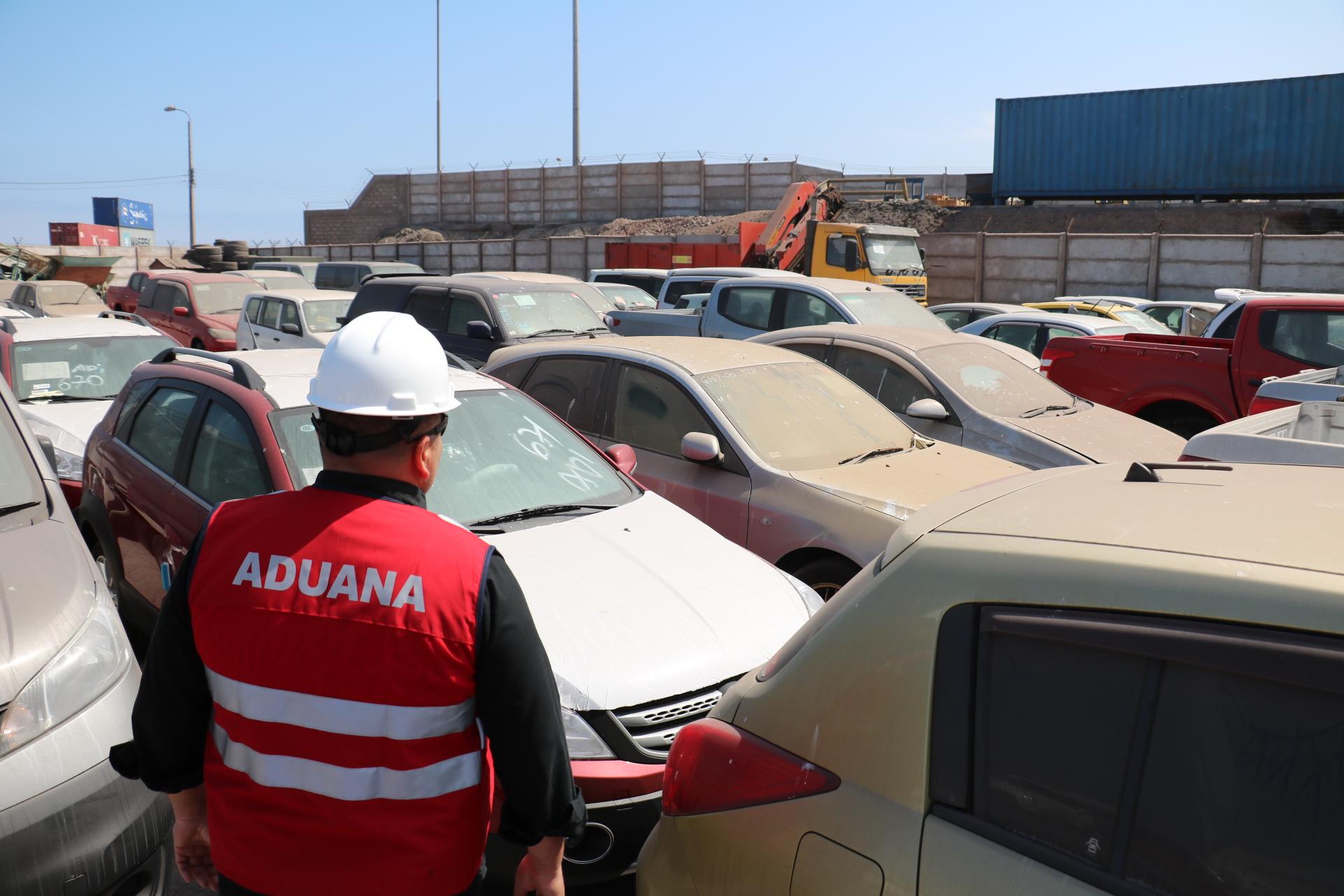 Photo of Autos y vinos de lujo, ropa y madera en remate de Aduanas