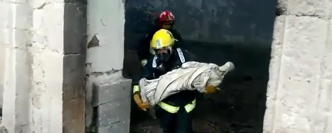 Photo of (Video) Bomberos rescatan 4 imágenes y caliz de iglesia de Mamiña