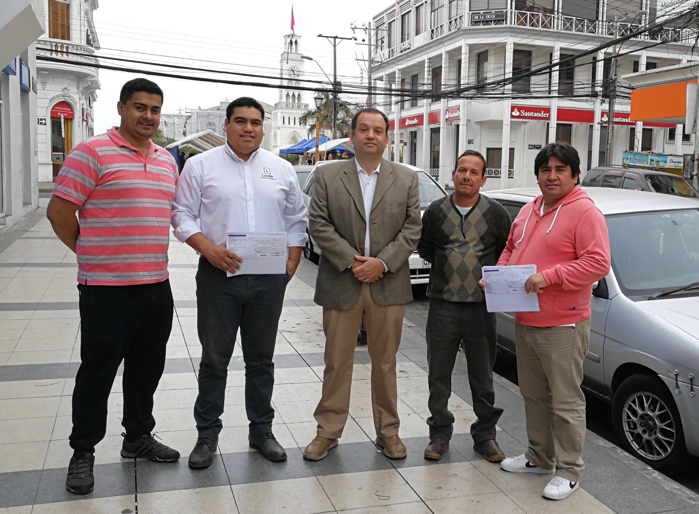 Photo of 370 cargadores de ZOFRI reciben por primera vez el pago de sus  imposiciones
