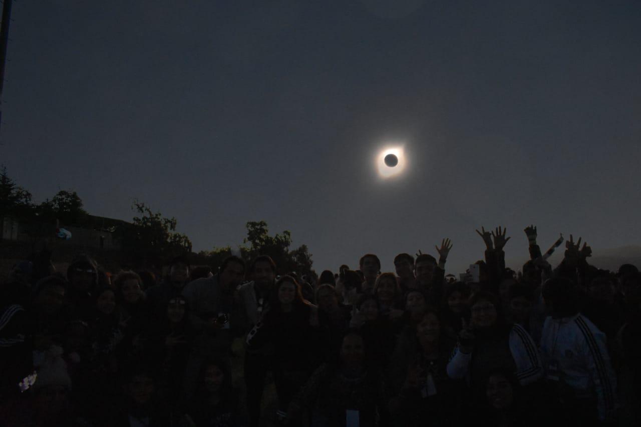 Photo of Delegación de Tarapacá viajó a La Higuera  para ver el eclipse solar del 2 de julio
